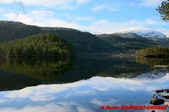 Hornindalsvatnet - Holmoyane (soyouz) Tags: geo:lat=6194568100 geo:lon=646959157 geotagged holmyane nor norvge sognogfjordane lac montagne neige paysage hornindalsvatnet norvegela