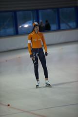 A37W7105 (rieshug 1) Tags: speedskating schaatsen eisschnelllauf skating nkjunioren knsb nkjuniorenallroundafstanden afstanden allround 50010001500massstart demeent alkmaar sportcomplexdemeent juniorenc ladies dames 500m