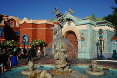 """The Roger Rabbit Fountain • <a style=""""font-size:0.8em;"""" href=""""http://www.flickr.com/photos/28558260@N04/29117168692/"""" target=""""_blank"""">View on Flickr</a>"""