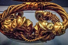 Torc with Golden Face made from single sheet of flattened gold Iron Age 100 BCE (mharrsch) Tags: torc neckring jewelry gold face celt lateneiii ironage britain ancient 1stcenturybce britishmuseum london england mharrsch
