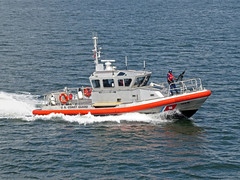 USCG Harbor Patrol (Multielvi) Tags: united states coast guard uscg boat response harbor patrol staten islan manhattan miltaru security gun