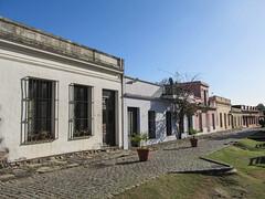 """Colonia del Sacramento: le quartier historique et ses maisons colorées <a style=""""margin-left:10px; font-size:0.8em;"""" href=""""http://www.flickr.com/photos/127723101@N04/29593712842/"""" target=""""_blank"""">@flickr</a>"""