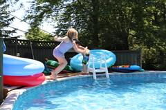 1E7A5423 (anjanettew) Tags: swimming diving kids pool summer fun twins sillykids splashing babypool