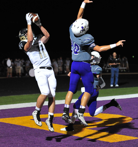 "TD catch against Mart. Senior year. 9.9.2016 • <a style=""font-size:0.8em;"" href=""http://www.flickr.com/photos/38444578@N04/29745578822/"" target=""_blank"">View on Flickr</a>"