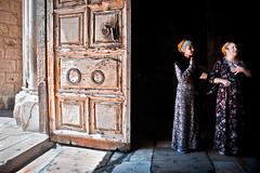 . (Violet Kashi) Tags: church israel women jerusalem christian holyland  oldcity jeruzalem pilgrims gerusalemme alquds jrusalem jerusaln  holysepulchre  jerusalm jerozolima kuds ierusalim   yerushalyim jeruzslem  thecapitalofisrael