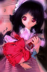 suzuko (___rei) Tags: red blurry doll chibi kitty mari bow blanket kitties neko blackhair redbow redeyes koneko dollfiedream suzuko dollfashion dollfiedreams konomiyuzuhara