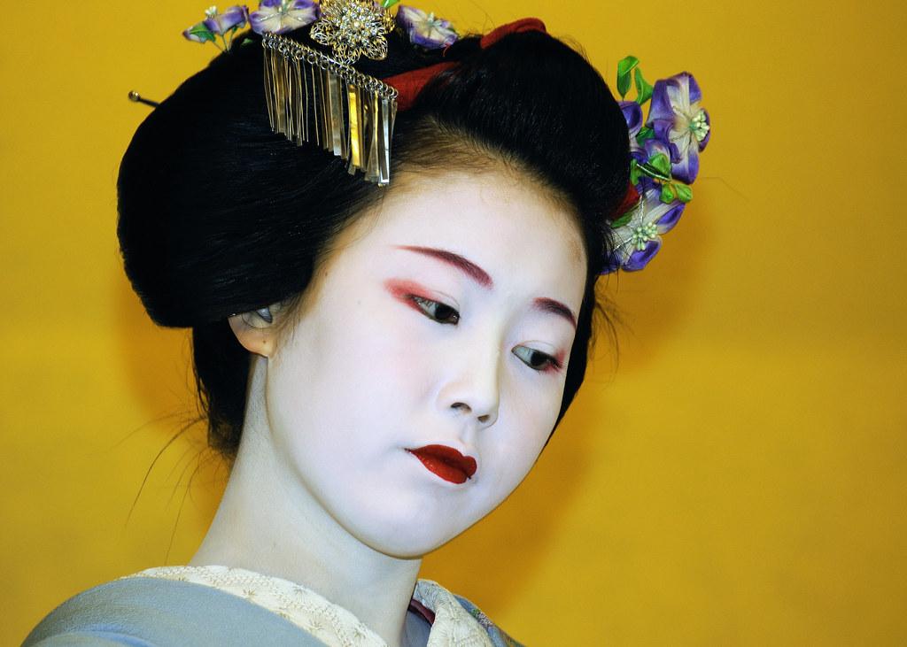 2ebf707222 Geisha, Kyoto (iancowe) Tags: japan corner japanese costume kyoto dress  traditional makeup