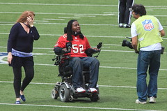 Eric LeGrand after the coin toss (38/52) (aka Buddy) Tags: summer canon tampa eos rebel bay football newjersey stadium nj og giants metlife buccaneers 2012 eastrutherford bergencounty week38 ef70300mmf456isusm 550d t2i 522012 52weeksthe2012edition weekofseptember16