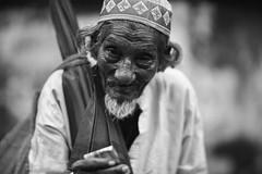 Help Me Live (N A Y E E M) Tags: legu oldman beggar candid portrait street today friday afternoon gmroad chittagong bangladesh carwindow