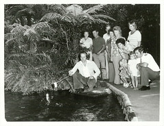 Feeding the trout at Paradise Valley Springs, 1977 (Archives New Zealand) Tags: archivesnewzealand archivesnz nzhistory rotorua 1977 trout fishing 1970s fashion fashionfriday photograph photo flaredtrousers tourparty tourists