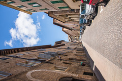 Urbino - Narrow Alley Leading North Via Margherita 2 (Le Monde1) Tags: urbino italy unesco worldheritagesite lemonde1 nikon d610 city ducalpalace raffaellosanzio federicodamontefeltro 2nddukeofurbino giovannipascoli narrow alley cobblestone viamargherita