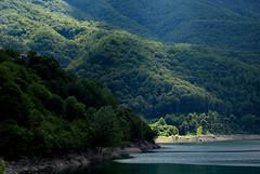 30020160804 Lago di Vagli (Georg Hirsch) Tags: italien italy see bergsee lake toskana tuscany lago lagovagli vaglisotto apuanischealpen apuanisch
