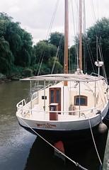 White Star of Sarre (jcbkk1956) Tags: 45mmf28 rokkor boat riverstour river sandwich kent minoltaa5 minolta rangefinder agfa200 35mm analog moorings eastkent worldtrekker