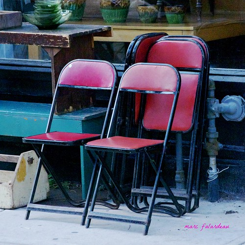 red summer toronto ontario canada hot vintage wednesday chairs august amateur gayphotographer urbanneversuburban cardtablechairs myparentshadgreenones