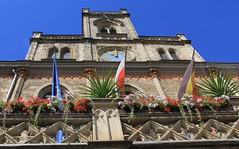 Townhall of Weimar (:Linda:) Tags: germany town weimar flag thuringia townhall flowerbox flagholder