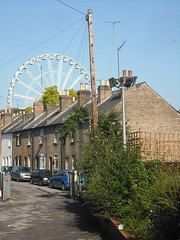 Windsor Eye (Klovovi) Tags: street uk england english ferriswheel windsor victorianarchitecture terracedhouses bridgewaterterrace