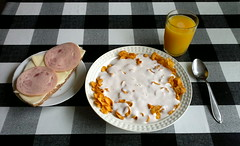Breakfast by me (Arto Katajamaa) Tags: breakfast frukost ruisleip makkara filmjlk aamiainen macka leip juusto smrgs gotler piim voileip muroja tuoremehu