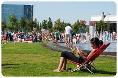 Libelle (joyrex) Tags: park street summer people hot green relax reading warm groen belgium relaxing belgi chilling zomer antwerp libelle chill zon antwerpen straat mensen lezen