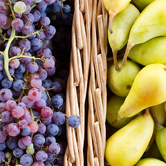 pears and grapes (Alex Bramwell) Tags: green yellow fruit colours purple pears display market harvest grapes freesj