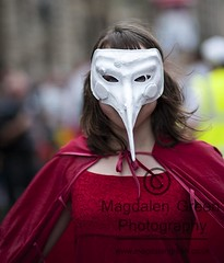 Mysterious Girl in Red Cape and Facemask - Royal Mile - Edinburgh Festival 2012 (Magdalen Green Photography) Tags: scotland cool edinburgh theatre scottish royalmile actor drama facemask ladyinred redcape edinburghfringe edfringe edfest 6727 mysteriousgirl iaingordon magdalengreenphotography edinburghfestival2012 facesofthefringe