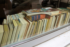 Bookcrossing in Munchen (Alfredo Liverani) Tags: germany munich mnchen bayern deutschland oberbayern monaco allemagne germania baviera monacodibaviera munich2012