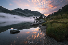 Lac d'Aumar au petit matin (Rouz 29) Tags: france pyrnes midipyrnes hautespyrnes lac lake nouvielle rservenaturelle naturereserve nature natural naturel reflet reflection mist fog brouillard aumar lacdaumar sunrise leverdesoleil color couleur colorful cloud nuages light lumire mountain montagne erwanleroux landscape paysage nikon sirui marumi water beauty beautiful beaut aragnouet