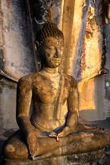 Temple of the rising sun at Sukhothai. Wat Shapan Hin (joseluis.cueto) Tags: tailandia thailand sukhothai archaeology arqueologa escultura templo wat sol sun risingsun dawn canon canon6d eos 6d 2470f4 buda buddha budismo buddhism watshapanhin