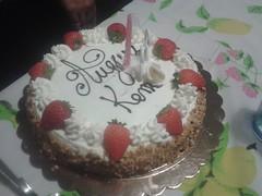 Auguri Cuginetta (mettlog) Tags: kamari compleanno cugina torta festa party happy birthday cake cream panna fragole strawberries candle candele auguri dolce sweet dessert