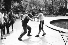 Boxing in the Park (stillsguy) Tags: nyc summer bw madisonsquarepark sparring boxing defense training boxers observing learning hot humid pond tables chairs trees flatiron district streetphotography minolta cle mrokkor 40mm f2 ilford hp5 blackwhite film