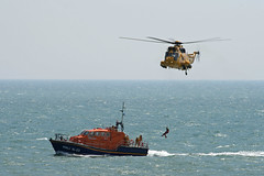 RAF Rescue Seaking (kertappa) Tags: rescue force air royal institute airshow helicopter lifeboat national eastbourne emergency raf seaking rnli airbourne img7824 kertappa