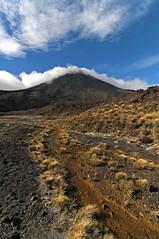 Tongariro (anarchitecte) Tags: newzealand mountain berg montagne landscape nikon tokina tongariro paysage landschaft neuseeland volcan greatwalk randonne d90 nouvellezlande ilenord