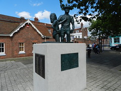 'The Mudlarks' sculpture by Michael Peacock - Portsmouth Hard (graham19492000) Tags: portsmouth dockyard historicdockyard michaelpeacock thehard themudlarks portmouthhard themudlarkssculpture portsmouthmudlarks