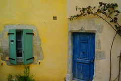 ) (ben ot) Tags: door house colors couleurs porte provence luberon maison flap volet banon mai2012