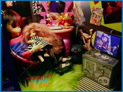 Kaylee and Raven (serenity jenny) Tags: sleeping dark doll little chloe sleepy bjd ruby fairyland fee bjds littlefee