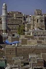 Old Sana'a and the minaret, yemen (anthony pappone photography) Tags: world pictures travel windows architecture digital canon lens photography photo republic foto image picture culture palace best unesco arab arabia yemen fotografia sanaa ramadan reportage photograher sejima suk finestre arabo yemeni phototravel yaman arabie arabiafelix arabieheureuse  arabianpeninsula        alyaman yemenpicture yemenpictures ornatewindows eos5dmarkii   carvedwindows  mediorient