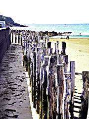 0376 (dream_stack) Tags: wood old city france beach saint sand wave medieval malo stopper