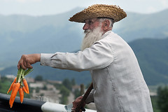 Old man selling carrots at the roadside near Vanadzor, Armenia (Simon Christiaanse) Tags: people man beard dof streetphotography oldman caucasus armenia vendor carrots roadside selling vanadzor  hayastan simonchristiaanse