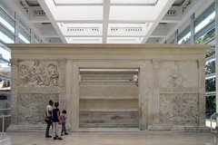Ara Pacis, public front with family