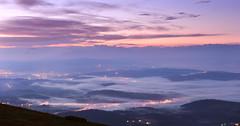 Dawn at the Babia Gora (Dariusz Wieclawski) Tags: babiagora beskidy mist fog nikon d700 nikond700 dawn sunrise citylights