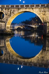 La notte in arrivo - The incoming night. (Pablos55) Tags: ponti fiume notte riflessi bridges river reflections night