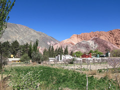 "Purmamarca et ses montagnes colorées <a style=""margin-left:10px; font-size:0.8em;"" href=""http://www.flickr.com/photos/127723101@N04/29147767985/"" target=""_blank"">@flickr</a>"