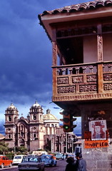 Cuzco Plaza de Armas (gerard eder) Tags: world travel reise viajes america southamerica sudamrica sudamerica sdamerika per peru cuzco plazadearmas catedral kathedrale cathedral balkone balcony balcon inca