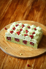 Pistachio and Wild Strawberry Cake (iuda) Tags: cake pistachio baking bake bakery patisserie pastry sweet dessert delicious cream rustic professional food strawberry strawberries compote jam jelly foodphotography foodphoto sugar sponge spongecake stilllife