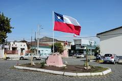 Flameando (Alonso Henrquez) Tags: chile regindeohiggins colchagua bandera sanfernando comarcadeensueo estacin quechereguas fiestaspatrias fujifilmx100 x100 alonsohenrquez streetphotography calle