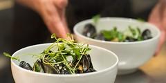 Hotel Guldsmeden51 (DebioNorge) Tags: blåskjell foredling foredlingsindustri industri kjøkken mat matlaging matvarer produkter servering sjøprodukter skjell svart varer videreforedling