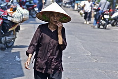 depth is the greatest of heights (MdKiStLeR) Tags: street old urban woman color hat southeastasia candid traditional vietnam hanoi 2012 nonla urbanx mdkistler depthisthegreatestofheights