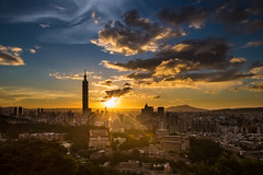 Cloud Fire Show~ Golden clouds (Sharleen Chao) Tags: city sunset urban building horizontal skyline clouds skyscraper canon landscape glow cityscape outdoor taiwan nopeople 101 taipei101 台灣 風景 afterglow sunflare 台北101 1635mm 虎山 雲隙光 canoneos5dmarkiii 日芒