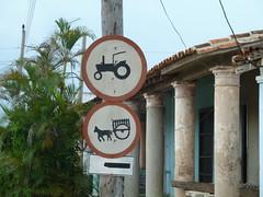 Verkehrszeichen an der Hauptstrae (1209) (fischwolf) Tags: strasse cuba schild verkehr kuba viales