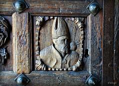 Wooden bishop (revisited) (Franco D´Albao) Tags: door wood puerta madera cathedral catedral carving galicia bishop basrelief obispo talla tuy sanagustín bajorrelieve nikond60 dalbao francodalbao tamronlens18200