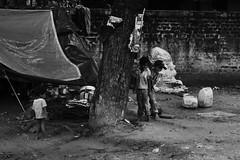 Street life #2 (The Crane Dance) Tags: portrait people blackandwhite india kids children bambini poor streetlife baroda biancoenero bimbi vadodara poveri nikond3100